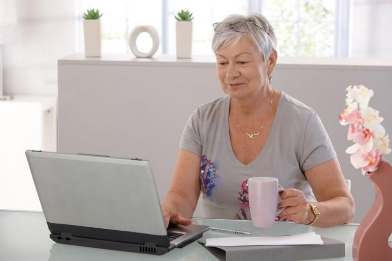 patient at laptop taking the patient survey