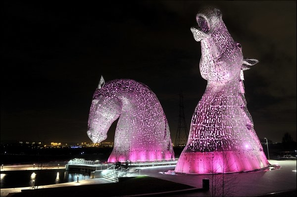 The Kelpies in Scotland looking absolutely stunning in purple. #WPCD #purplelightsUK Scottish Canals